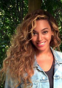Beyonce Long Curly Lace Front Human Hair Wig 22 Inches – Hair World Beyonce Hair Color, Beyonce Blonde, Nicki Minaj, Blonde Curly Hair, Big Sean, Long Curly, Up Girl, Brazilian Hair, Human Hair Wigs