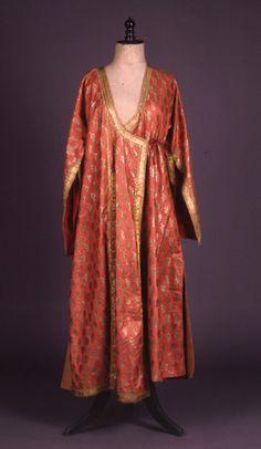 Tyros 2 greek styles of dress