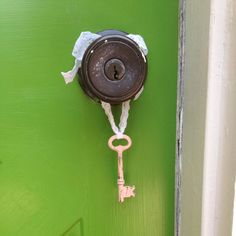 Hey, I found this really awesome Etsy listing at https://www.etsy.com/listing/236245368/antique-skeleton-key-skeleton-key-decor