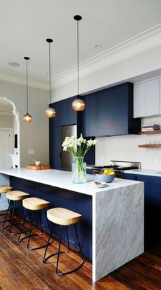 Kitchen Design Ideas - Deep Blue Kitchens // The elements of dark blue are brightened up with the light marble island and backsplash in this modern kitchen. Kitchen Inspirations, New Kitchen, House Interior, Home Kitchens, Kitchen Design, Kitchen Remodel, Kitchen Renovation, Trendy Kitchen, Home Decor