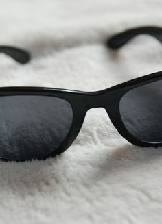 Kup mój przedmiot na #vintedpl http://www.vinted.pl/akcesoria/inne-akcesoria/13971515-klasyczne-czarne-okulary-przeciwsloneczne
