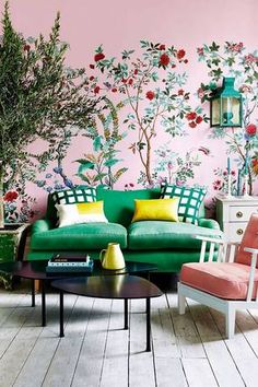 Wallpaper Ideas for the Living Room pink and chinoiserie