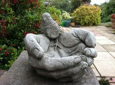 Backyard Garden With Bird Hand Concrete Statue : Cleaning Ways For Your Garden Statues