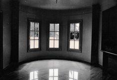 Μονοκατοικία στη Βουλιαγμένη - Παράδοση, Τυπολογία, Εξέλιξη. Nikolas Dorizas Architect Architettura IUAV Venezia Tel: +30.210.4514048 Address: 36 Akti Themistokleous – Marina Zeas, Piraeus 18537 Arch, Longbow, Wedding Arches, Bow