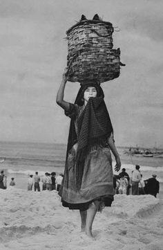 Artur Pastor – The Fisherwoman, Nazaré, Portugal