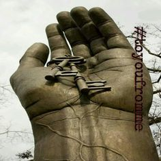 #toyoufromme  अजब पहेलियाँ हैं   मेरे  हाथों की इन  लकीरों में;  सफर  तो  लिखा है   मगर   मंज़िलों  का  निशान नहीं...  #toyoufromme