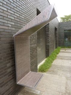 Wall bench by Dirry de Bruin at the Vescom headquarters in Deurne, NL. Click image to tweet, and visit the slowottawa.ca boards >> https://www.pinterest.com/slowottawa/