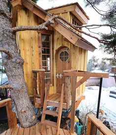 Diy Treehouse For 2018 Summer Times 33 Diy Treehouse For 2018 Summer Times 6 Cool Tree Houses, Bird Houses, Wooden Houses, Treehouse Living, Treehouse Ideas, Dream Home Design, House Design, Outdoor Projects, Outdoor Decor