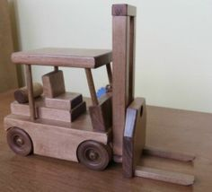 Handmade Amish Maple Wooden Wood Working Fork Lift Toy Truck Tractor Trailor Usa