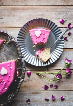 ROSEMARY & HONEY CAKE WITH BEET-DYED CREAM CHEESE ICING