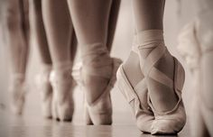 Image shared by Cindy Araújo. Find images and videos about dance, ballet and ballerina on We Heart It - the app to get lost in what you love. Pointe Shoes, Ballet Shoes, Dance Shoes, Ballet Feet, Ballerina Feet, Toe Shoes, Flat Shoes, Angelina Ballerina, Ballerina Party