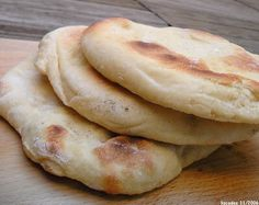 Healthy Recipes, Dishes, Baking, Flat Bread, Homemade Food, Biscuits, Table, Pizza, Naan Recipe