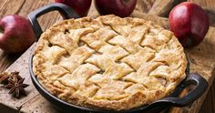 Tips for Making the Perfect Pie Crusts // Knowing how to properly make pie crusts is essential if you want to produce a tasty dessert that's not soggy or too crumbly. Learn how to make traditional pie crusts and ones made from cinnamon-rolls and cookies. Christmas Desserts Easy, Christmas Recipes, Delicious Desserts, Yummy Food, Perfect Pie Crust, Homemade Pie, Cookies Ingredients, Caramel Apples, Love Food