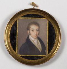 ESCUELA ESPAÑOLA, SIGLO XIX Retrato de caballero. Temple sobre marfil. 5,3 x 4,3 cms.