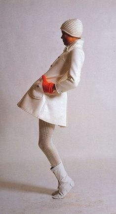 The Swinging Sixties — Space age mod fashion by Andre Courreges, Fashion Mode, Mod Fashion, White Fashion, Vintage Fashion, Fashion Outfits, Estilo Mod, Estilo Retro, Vintage Chic, Moda Vintage