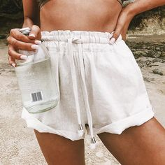 ◇ OFF-DUTY ◇ Linen-look shorts are a fave Shop our Miami Logic Shorts online now #PrincessPolly Summer Outfits Men, Cute Outfits, Men Summer, Style Summer, Greece Outfit, Capsule Wardrobe, Look Con Short, Jacquemus, Denim Shorts Outfit