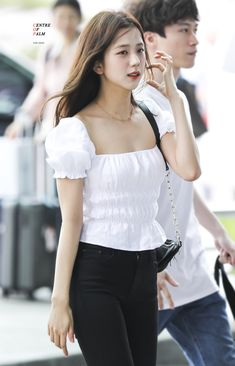 Korean Girl Fashion, Blackpink Fashion, Daily Fashion, Fashion Women, Blackpink Jisoo, Stylish Girls Photos, Girl Photos, Yg Entertainment, Blackpink Outfits