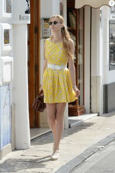 Exclusif - Beatrice Borromeo (la femme de Pierre Casiraghi) se promène à Capri, le 11 juin 2016.