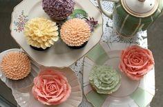 Flower cupcakes, YUM!!
