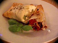 Ricetta Antipasto : Involtini di pasta fillo, peperoni rossi e feta da Germana