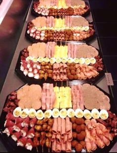 Party Trays Party Snacks Party Buffet Party Platters Appetizers For Party Wedding Buffet Food Appetizer Recipes Finger Foods Meat Trays Snacks Für Party, Appetizers For Party, Appetizer Recipes, Dinner Parties, Party Food Platters, Food Trays, Meat Trays, Meat Cheese Platters, Party Trays