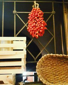 "Il tipico ""pomodorino del piennolo"" della #Costieraamalfitana 🍅 #personaltourist #amalficoast #pomodoro #pomodorini #piennolo #piennolotomatoes #prodottotipico #tipicalproduct #instafood #italianfood #produitstypiques #produitsitaliens #côteamalfitaine #tomate #tourgastronomico #gastronomictour #gastronomic #tourism #trip #vacance #food #ig_amalficoast #italianfood #tradizioni #traditions #instafood #dop #instatomato #cooking #cookingclass #dietamediterranea www.personaltourist.eu"