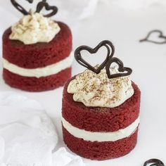 traditional wedding cakes With Fountain Mini Wedding Cakes, Mini Cakes, Cupcake Cakes, Red Velvet Wedding Cake, Sweet Recipes, Cake Recipes, Dessert Recipes, Mini Patisserie, Red Velvet Desserts