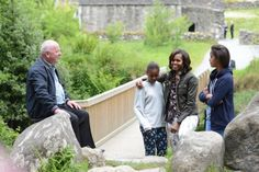 In pics: Michelle Obama and girls visit Wicklow park and lunch with Bono in pub Ireland Travel, Travel Europe, Ireland With Kids, Michelle Obama, Dublin, National Parks, Lunch, Tours, Couple Photos