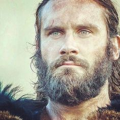 Rollo in season 5 of Vikings! Vikings Ragnar, Vikings Tv Show, Ragnar Lothbrok, Viking Men, Viking Life, Lagertha, Vikings Season, Draw On Photos, Beard Styles