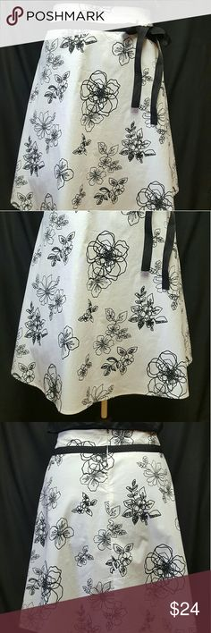 Silver Lake casuals -A Line Skirt -size 10 Blk/ Wt Silver Lake casual - size 10 - New no tag Black and White Floral skirt - never been worn  3% spandex - 97% cotton machine wash cold tumble dry low -  24 inches  long from the waist down - Waist is 34 inches SILVER LAKE CASUALS Skirts A-Line or Full