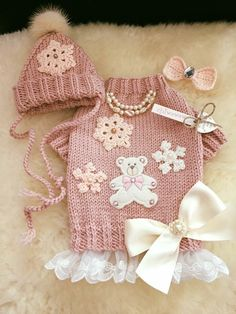 Sweater, Hat & HairBow in Vintage Pink, Peach & Ivory. Lacce frilled Sweater with Teddy and Snowflakes, Bead and Satin Bow. Crocheted HairBow with Gem. Hat with Snowflake & Fur Pompom. Crochet Dog Clothes, Crochet Dog Sweater, Sweater Hat, Pekinese, Dog School, Dog Clothes Patterns, Pet Fashion, Fashion Design, Puppy Clothes