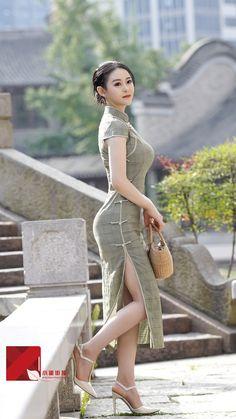 Com - AmigurumiHouse Beautiful Chinese Women, Beautiful Asian Girls, Asian Cute, Sexy Asian Girls, Designer Party Dresses, Beautiful Blonde Girl, Foto Pose, Traditional Dresses, Asian Woman