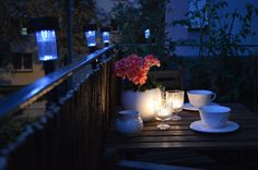 Przytulny balkon nocą #balcony #coffee #night #lighting #solar #lamp