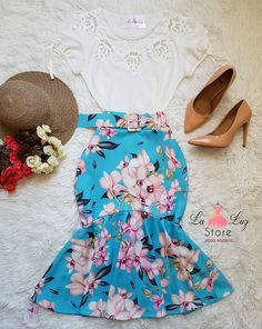 Laluz Store 👗 Chic Outfits, Dress Outfits, Fashion Outfits, Retro Fashion, Vintage Fashion, Fall Floral Dress, Long Skirt Fashion, Ladylike Style, Estilo Retro
