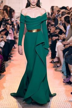 Gown for Queen of Rohan - Elie Saab Haute Couture Fall 2018 Elie Saab Couture, Haute Couture Fashion, Fashion Week, High Fashion, Fashion Show, Fashion 2018, Latest Fashion, Long Sleeve Evening Dresses, Evening Gowns