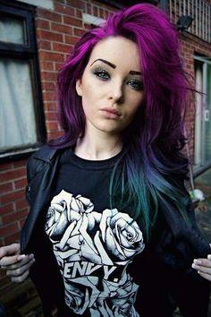20 Fotos e imagens de cabelos roxos e tutorial passo-a-passo de como fazer com violeta genciana! http://salaovirtual.org/cabelo-roxo/ #coresdecabelo #cabelosroxos #salaovirtual