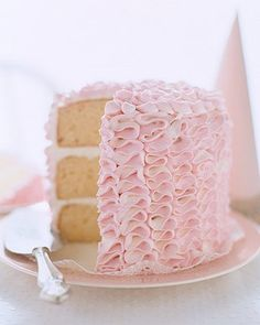 Pink Ruffle Cake Inspired by ruffled tap pants, this cake is covered with frilly rows of white and pink frosting. The dessert's light, refreshing lemon layers make it perfect for a summer wedding. Recettes Martha Stewart, Martha Stewart Recipes, Pretty Cakes, Beautiful Cakes, Amazing Cakes, Pink Ruffle Cake, Ruffled Cake, Pink Tutu, Cake Cookies