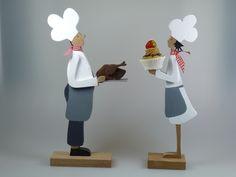 *Heute gibt es Brathähnchen! Sehr, sehr lecker!*  Liebevoll gestaltete Figur mit einem Brathähnchen auf dem Silbertablett. Eine schöne Dekoration für die Küche oder als Geschenk für die ...