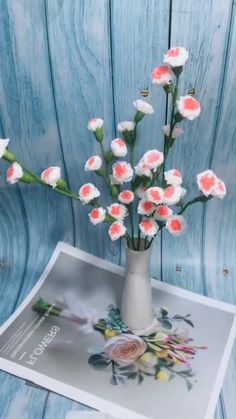 DIY (do it yourself) tissue paper flower, trendy decor, flower in paper .DIY (do it yourself) tissue paper flower, trendy decor, flower in paper . Diy Home Crafts, Diy Crafts Videos, Diy Crafts To Sell, Crafts For Kids, Flower Crafts, Diy Flowers, Flower Diy, Tissue Paper Flowers, Flower Paper