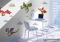 Este kit infantil de adhesivos de impresión Eco-solvente está compuesto de cuatro ilustraciones de coloridos dragones. Los míticos seres de fantasía están representados aquí como divertidas y entrañables criaturas que harán soñar a los niños y niñas con cabalgar sobre ellos. Fantástica opción de decoración infantil #decoracion #teleadhesivo