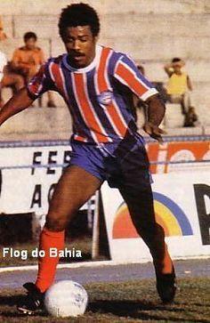 Jésum  Ponta-esquerda de grande habilidade, driblador, de cruzamentos certeiros e bom chute com os dois pés. Era muito querido pela torcida do Bahia, fez 37 gols com a camisa tricolor.