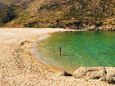 """Tou Papa to Avlaki"" na ostrvu Ios u Еgejskom moru. Planet Earth 2, Greece Islands, I Love The Beach, Places To Travel, Natural Beauty, Ios, Landscape, Amazing, Water"