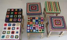 Crochet topped stool built out of recycled wood, by wood & wool Crochet Diy, Manta Crochet, Crochet Home Decor, Love Crochet, Learn To Crochet, Crochet Paisley, Yarn Bombing, Point Granny Au Crochet, Stool Covers