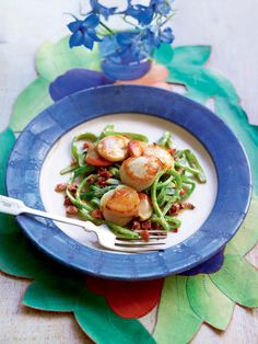 The secret to this sophisticated, restaurant-style starter is simple – use the freshest seasonal ingredients you can find. Scallop Dishes, Scallop Recipes, Summer Bean Recipe, Cooking Recipes, Healthy Recipes, Savoury Recipes, Healthy Options, Cooking Ideas, Seafood Recipes