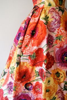 Floral Print reminds me of my mom and her beautiful dresses Moda Floral, Textiles, Floral Fashion, Vintage Fashion, Vintage Dresses, Vintage Outfits, Look Vintage, Dress Me Up, Textile Design
