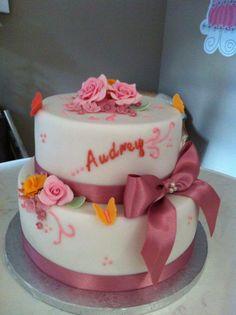 Gateau anniversaire ruban Beautiful cakes Arles