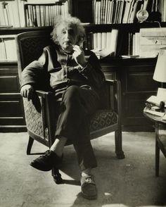 18 Photos Of Albert Einstein Being SuperChill
