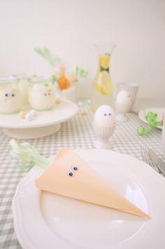 Geschwister Gezwitscher: Witzige Wackelaugen beim Oster-Brunch, glue plastic eyes on your breakfast dish for a funny easter decoration