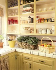 These decor ideas maximize storage space with style -- no matter how small your kitchen cabinets are.