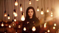 Amy Macdonald, Brunette, Women, Smoky Eyes, Black Clothing, Light Bulb